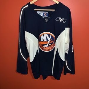 New York islanders hockey jersey.